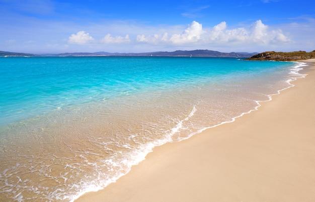 Plaża praia de rodas w wyspie islas cies vigo hiszpania