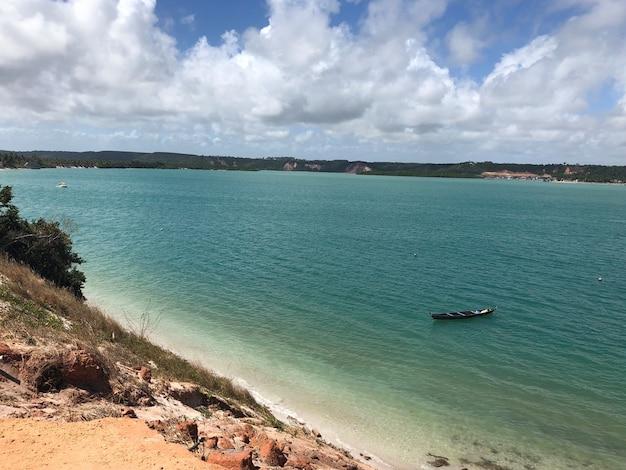Plaża przejrzyste morze w alagoas brazylia