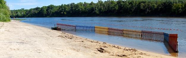 Plaża rzeczna z ogrodzeniem do kąpieli?