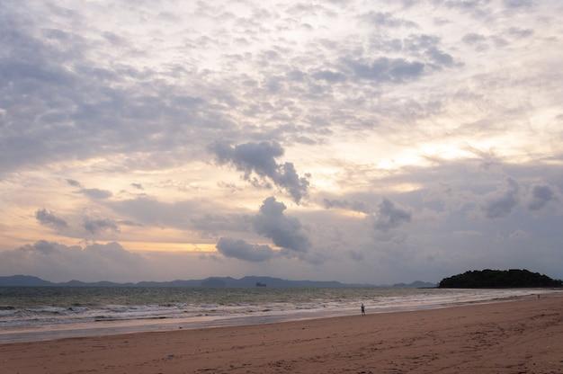 Plaża w pochmurny dzień