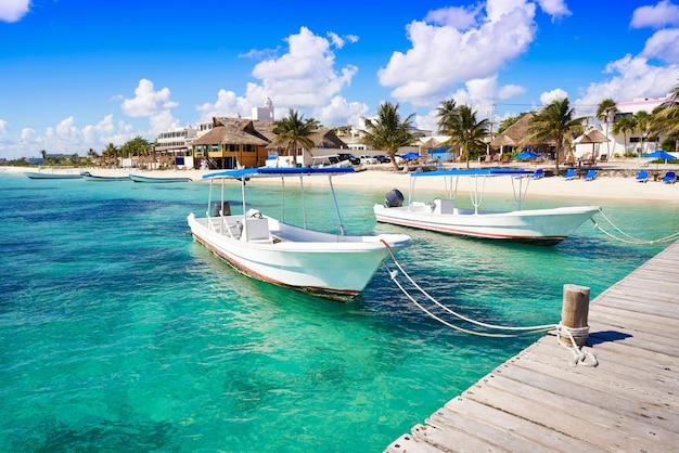 Plaża w puerto morelos na riwierze majów