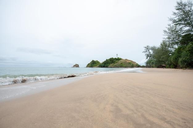 Plaże nad morzem i latarnie morskie