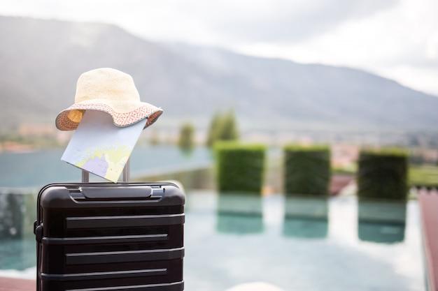 Plecak podróży wakacje wakacje koncepcja. efekt retro, filtry, tonowanie kolorów