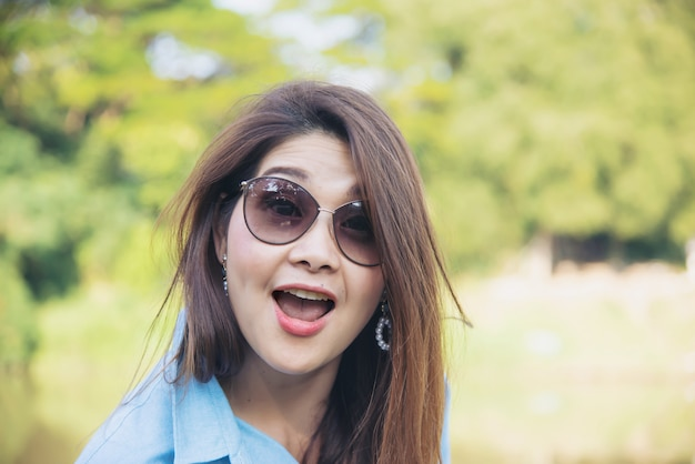 Plenerowego portreta azjatykcia kobieta