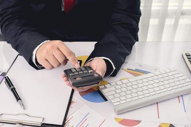 Pliki i foldery i biznesmen