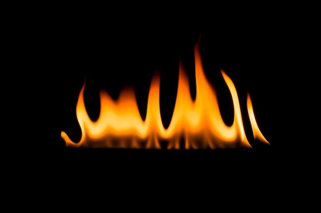 Płomienie ognia. czarne tło.