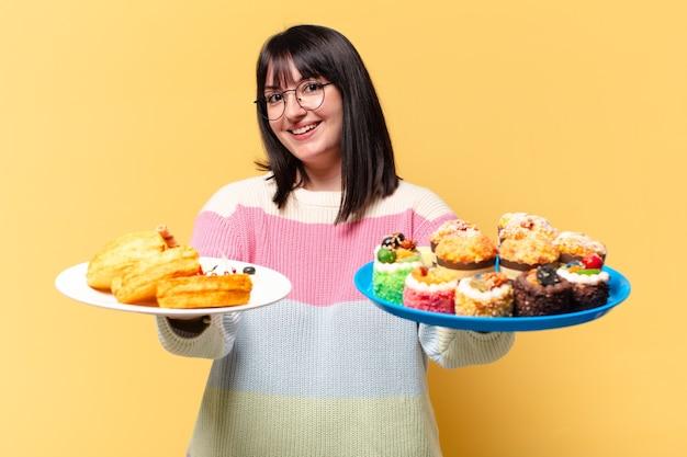 Plus size ładna kobieta z ciastami