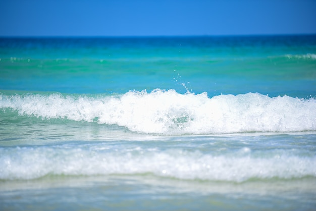 Plusk fali wody morskiej