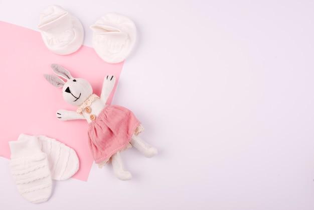 Pluszowa zabawka królika i rękawiczki