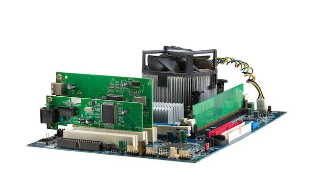 Płyta główna systemu komputerowego na białym tle