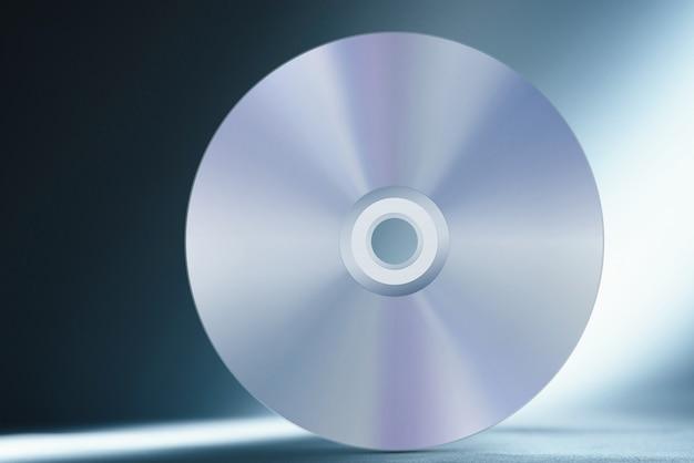 Płyta kompaktowa na abstrakcyjnym niebieskim