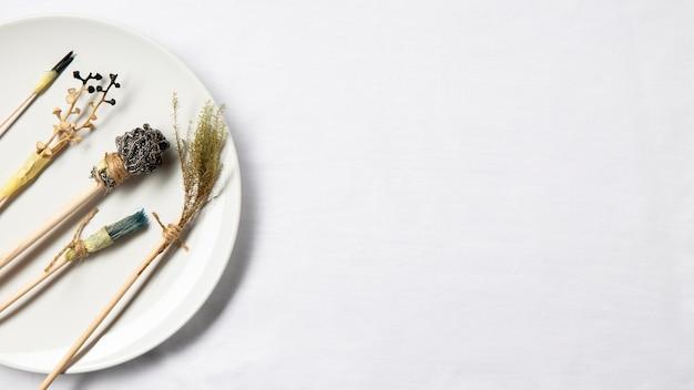 Płyta widokowa z alternatywnymi pędzlami malarskimi