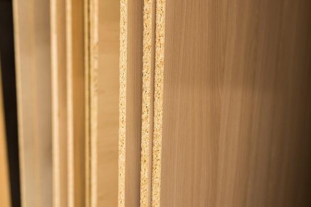 Płyty wiórowe cięte części, laminat, sklejka, drewno w magazynie