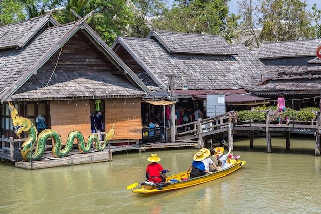 Pływający targ w pattaya w tajlandii