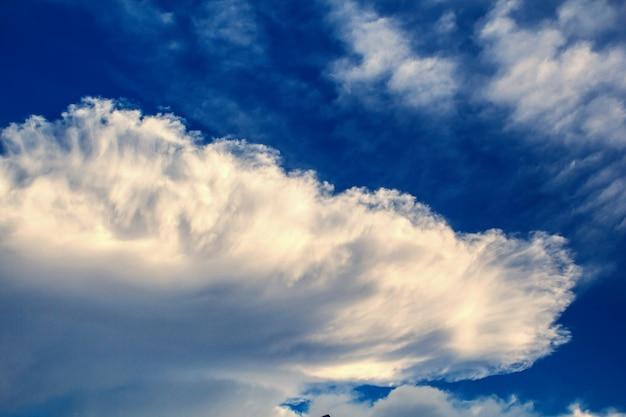 Pochmurne niebo naturalne piękno