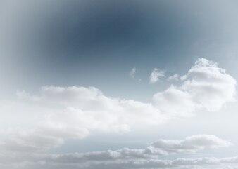 Pochmurne niebo w tle