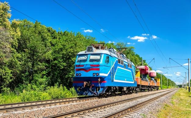 Pociąg inżynieryjny w rejonie kijowa na ukrainie