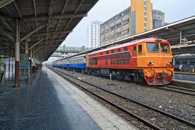 Pociąg lokomotyw spalinowych