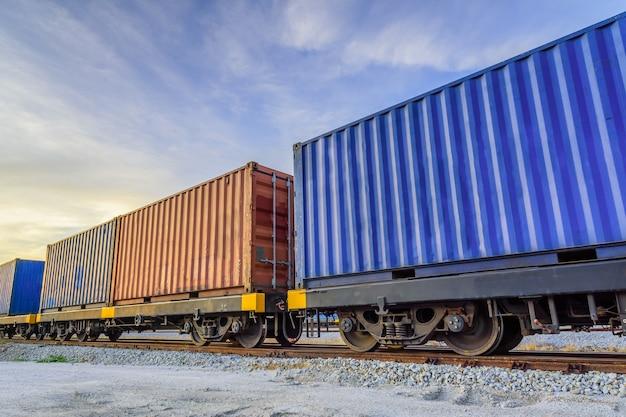 Pociąg towarowy kontenerowy.