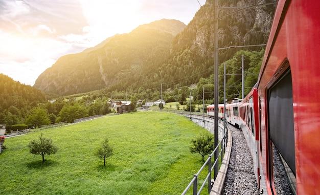 Pociąg turystyczny w szwajcarii