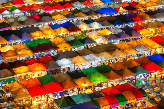 Pociągu night market ratchada w bangkoku