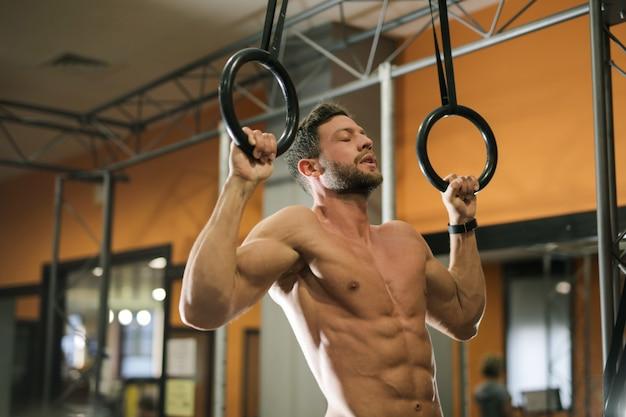 Poćwiczyć na siłowni
