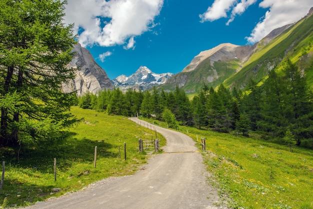 Początek szlaku alpejskiego grossglockner.