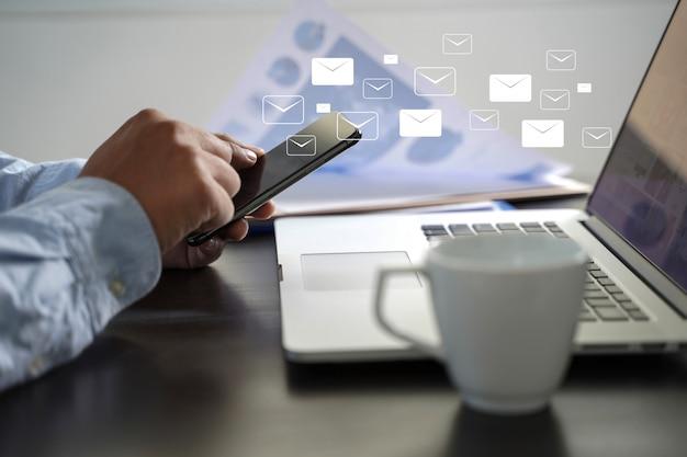 Poczta komunikacyjna podłączeniowa wiadomość opowiadać kontaktowi telefon globalnych listów pojęcie