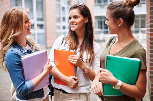 Poczuj się komfortowo w swojej grupie na kampusie