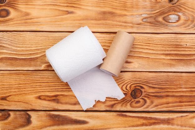 Podarta rolka papieru toaletowego