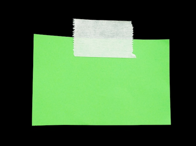 Podarty papier z miejscem na taśmę klejącą na wiadomość