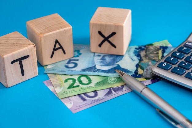Podatek od drewnianych kostek z dolarem kanadyjskim