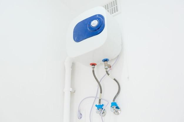 Podgrzewacz Wody I Prysznic W łazience Premium Zdjęcia