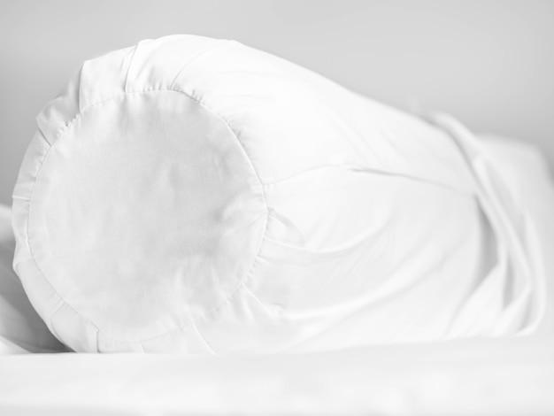 Podkładka na zamek i zamek błyskawiczny na łóżku w sypialni dla ochrony przed alergią.