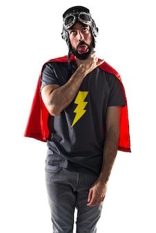 Podkreślił gest osoby power cape