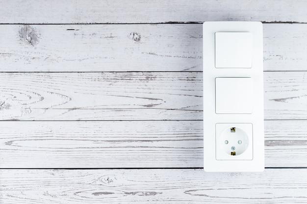 Podłącz do gniazdka elektrycznego podłącz zasilanie