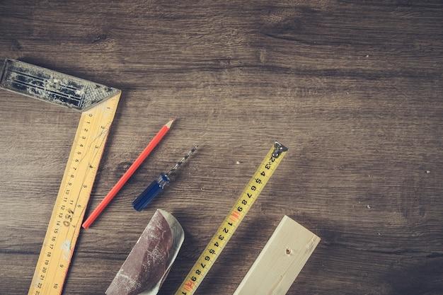 Podłoga drewniana i narzędzia