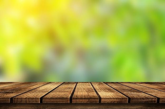 Podłoga drewniana z niewyraźnymi drzewami tła parku przyrody i montażem ekspozycji produktów w sezonie letnim