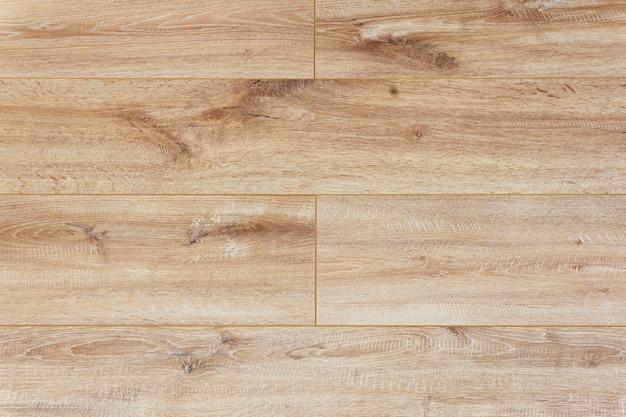 Podłoże laminowane. drewniany laminat i deski parkietowe na podłogę w aranżacji wnętrz. faktura i wzór naturalnego drewna