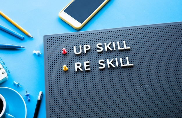 Podnieś umiejętności i ponownie umiejętności dotyczące wydajności stołu biurkowego lub pomysłów na rozwój