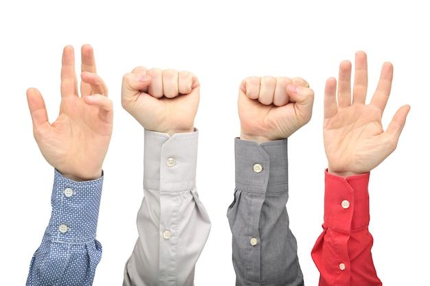 Podniesione ręce różnych mężczyzn na białym tle.