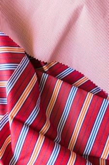 Podniesiony widok kolorowej bawełnianej odzieży
