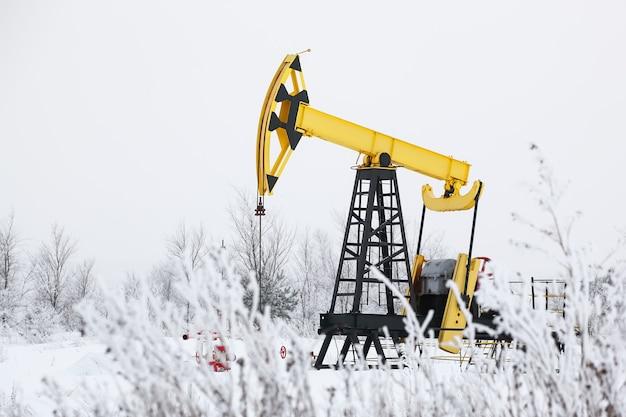 Podnośnik pompy oleju w zimowym przemyśle paliwowym