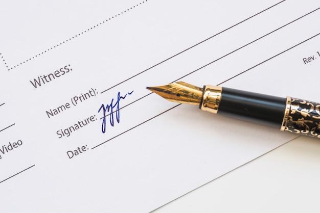 Podpis świadka na papierze