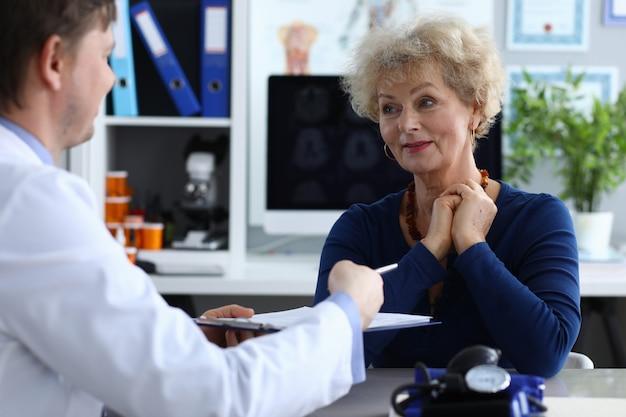 Podpisanie przez pacjenta dokumentu interwencji medycznej.