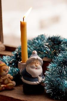 Podpórka pod świeczkę w postaci zabawki ojciec mróz