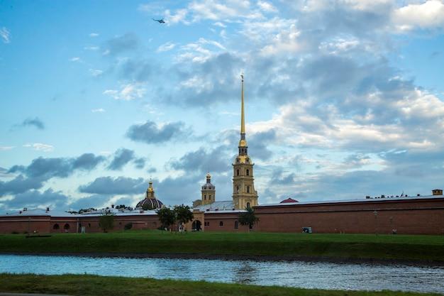 Podróż do sankt petersburga w rosji latem