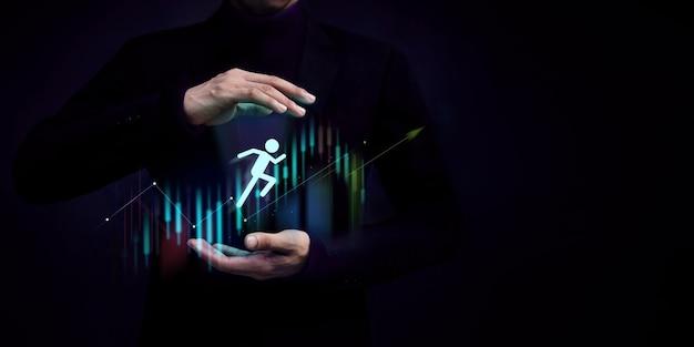 Podróż klienta, koncepcja sukcesu w biznesie. gest dłoni wspierający klienta, udziałowca, spółkę lub pracownika przeskakującego do przodu, aby osiągnąć cel, wykres strategiczny