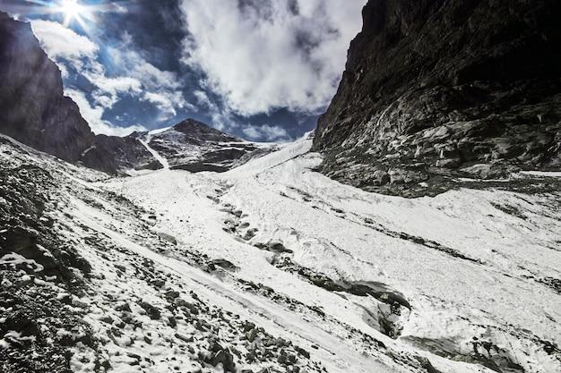 Podróż przez góry ałtaju do aktru.