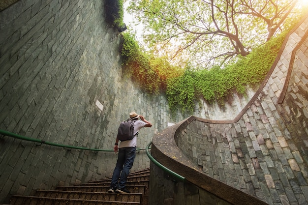 Podróż w fort canning park w singapurze
